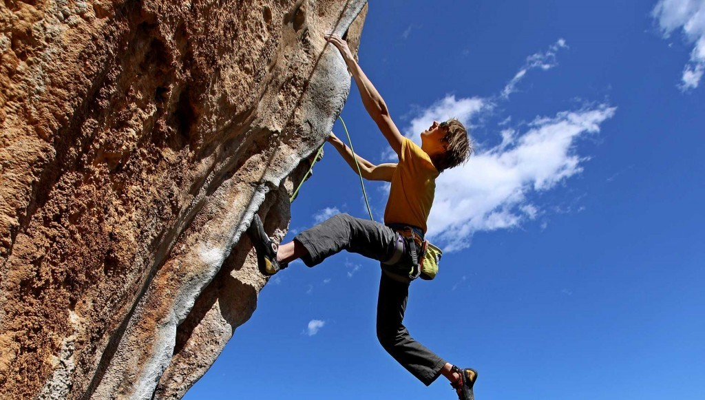(c) climbingleonidio.com