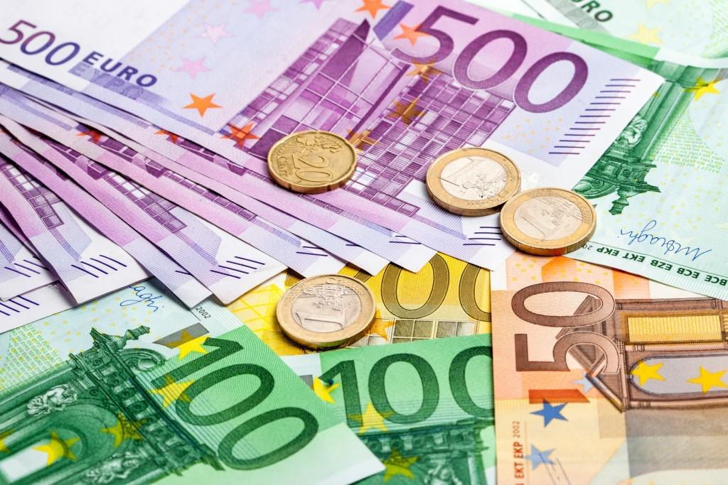 Geld-Scheine-Euro-eyetronic-Fotolia-76653489